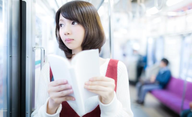 【モテる男の行動】電車の中の振舞1つで簡単に男の株を上げる方法